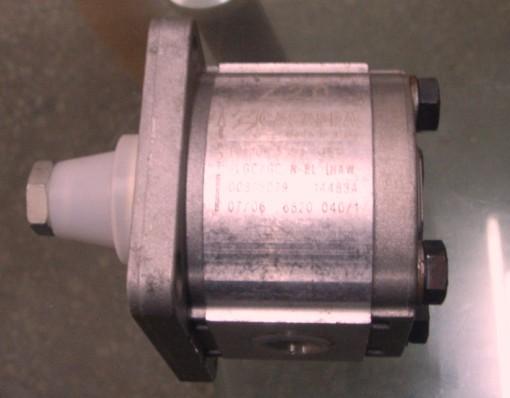 德国哈威HAWE中国有限公司简介¥HAWE中国一级代理商RZ型双级泵电机泵;RZ型双级泵液压泵站:RZ6,1/2-12,3/D100-2V5,5-CR4M-200/30; HAWE气动操纵液压泵 : HAWE手动泵 : H.HE型手动泵,HD型手动泵和DH型手动泵 HAWE换向阀 : SG,SP型滑阀式换向阀 块:SMD2K/E/B2G24,NSMD2D160/G3RK/B2,5-G24 HAWE截止式换向阀: 截止式换向阀G,WG系列;VB01-至VB41-型截止式换向阀组:VB11AM-2/350-F